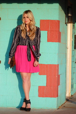 hot pink Old Navy skirt - navy vintage top