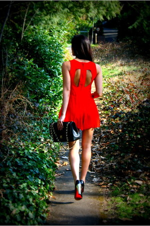 red playsuit Motel Rocks dress - black classic Chanel bag