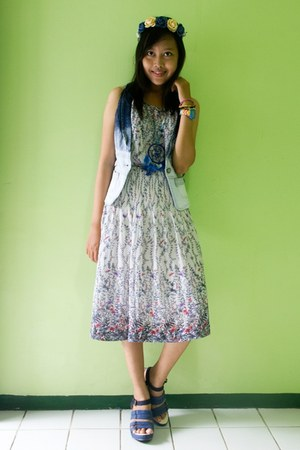 blue UP wedges - violet floral vintage dress