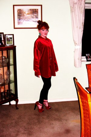 hooker bank heels - black Tu leggings - red velvet second hand shirt