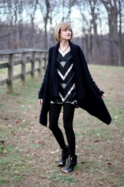 black vintage top - black costume dept leggings - black Givenchy boots - black v