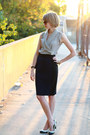 Black-quilted-chanel-bag-navy-fitted-zara-skirt