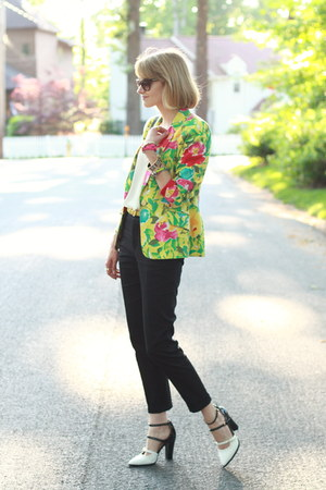 yellow floral thrifted blazer - ivory crop top Topshop top