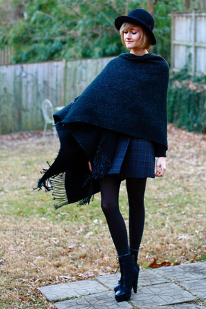 black Pour La Victoire boots - black bowler H&M hat - black fringed shawl access