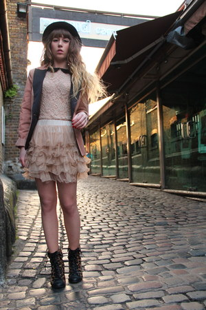 nude Molly Bracken skirt - black jack &amp; jones hat - peach Vila blazer