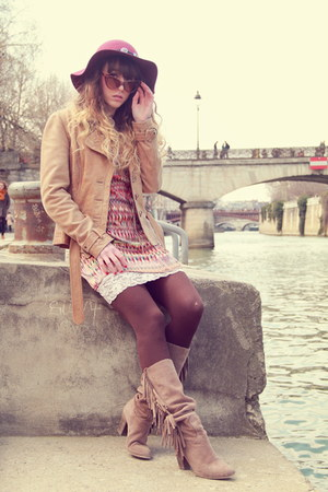 tan méliné boots - maroon show girl dress - maroon Zara hat