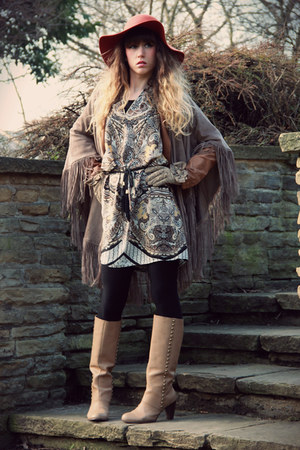 tawny Urban Outfitters hat - camel pieces boots - tan jad dress