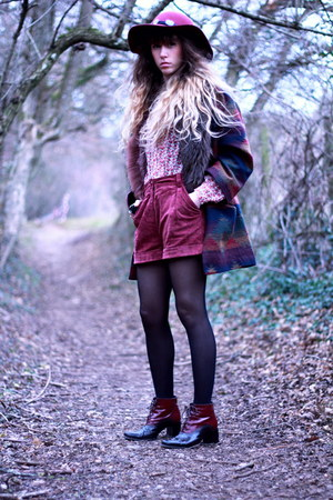 crimson vintage shoes - crimson Urban Outfitters coat - maroon Zara hat