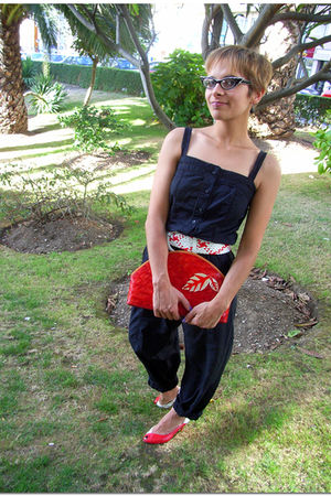 black Promod pants - red vintage purse
