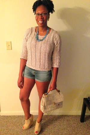 beige liz claiborne sweater - tan thrifted woven carabella bag - beige wedges