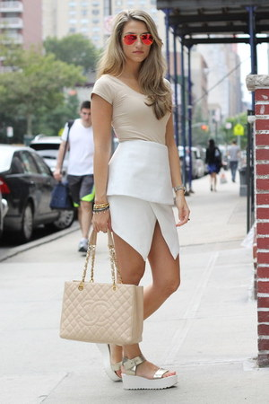 white Cameo the label skirt - red Ray Ban sunglasses - Steve Madden sandals