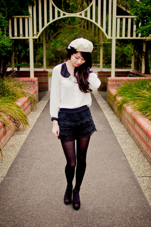 black lace imprint shorts - ivory bow beret Forever New hat