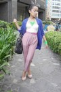 Blue-electric-blue-cardigan-coral-vintage-pants-peach-pumps