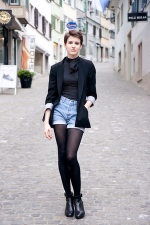 Zara blouse - Zara blazer - Levis Vintage shorts - H&M tights - borrowed from my