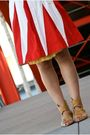 Red-skirt-yellow-blouse-beige-shoes-yellow