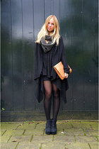 black Monki dress - gray Selected Femme scarf - tawny Monki bag