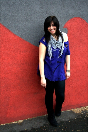 Urban Outfitters shirt - American Apparel leggings - Urban Outfitters scarf - Ta