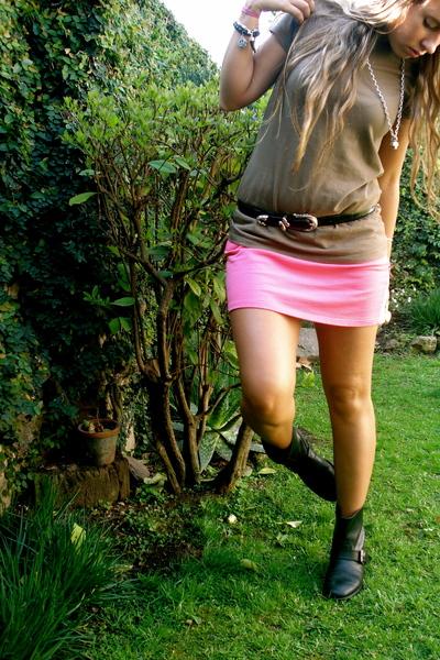 American Apparel skirt - American Apparel t-shirt - vintage belt - maria cher ar