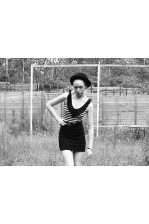 black opshop belt - black skirt - black