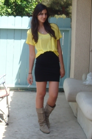 Express t-shirt - H&amp;M skirt - vintage boots
