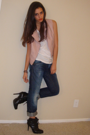 pink silence and noise vest - white Forever21 t-shirt - blue energie jeans - bla
