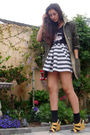 Black-thrifted-t-shirt-gray-forever21-skirt-green-vintage-jacket-yellow-ni
