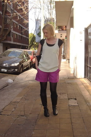 La Osadia top - La Osadia shorts - boots - tights - t-shirt