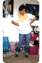 Hanes shirt - Charlotte Russe jeans - Forever21 shoes - FashionDistrict scarf -