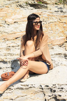 navy denim Zara shorts - black wayfarer Ray Ban sunglasses