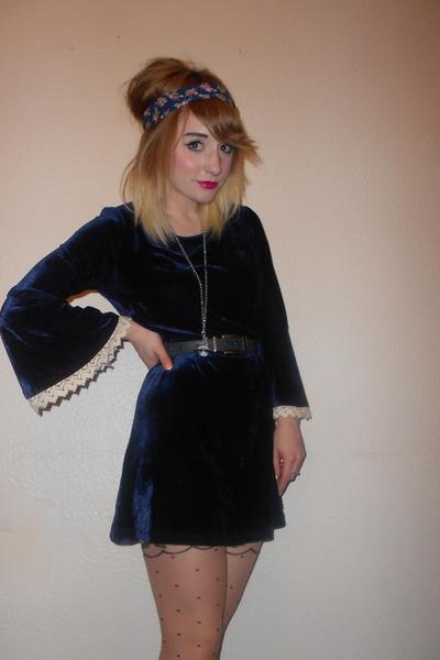navy thrifted belt - Topshop dress - nude polka dot Primark tights