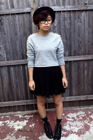 heather gray crewneck H&amp;M sweatshirt - black vintage boots - black H&amp;M hat