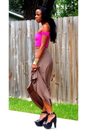 hot pink top - light brown skirt - black heels