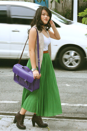 green maxi Nava skirt - Chocolate Schu Bar boots