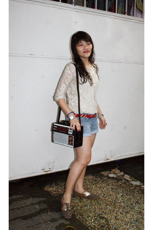 Stradivarius top - Zara shoes - Mango shorts
