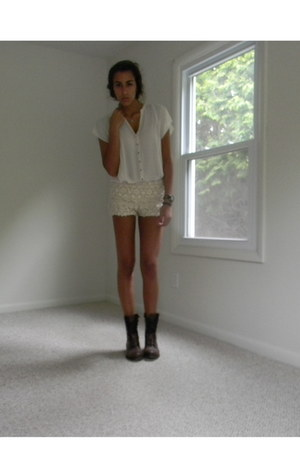 beige lace Zara shorts - neutral Zara top