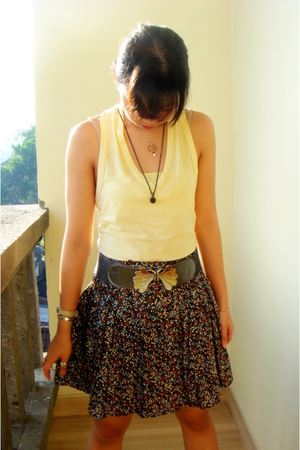 STORE top - ------ skirt - ----- belt - China shoes