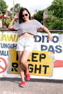 Light-blue-bazaar-shorts-black-aviator-ray-ban-sunglasses-white-crop-top-top