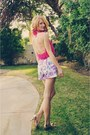 Hot-pink-unknown-scarf-white-shorts-gold-payless-pumps