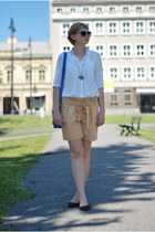 blue New Yorker bag - white Zara shirt - nude Mango shorts