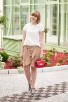 red OASAP bag - tan H&M skirt - white Sheinside blouse - navy sholove wedges