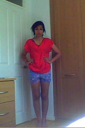 red Primark shirt - blue Zara shorts