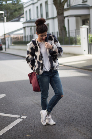 Converse sneakers - faux fur Lefties coat - ripped Pimkie jeans - Primark bag