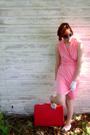 FashionMongerVintage dress - Cates sunglasses - vintage gloves - trotters shoes