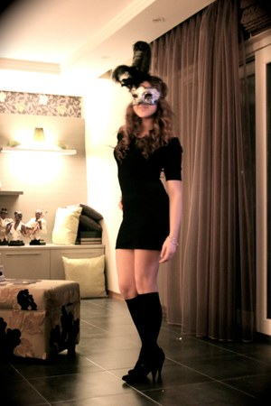 black Vakkoroma dress - black rome socks - black masque rome accessories