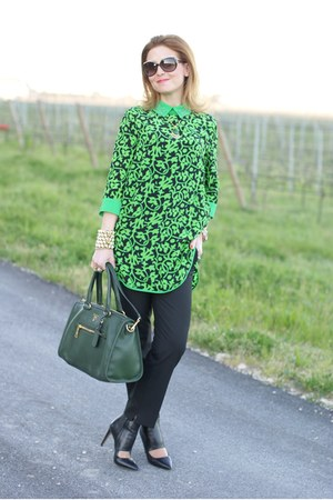 green taara necklace - green Prada bag - black joseph pumps