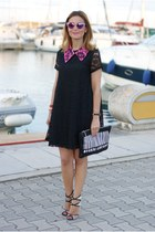 Black lace dress, fuchsia collar