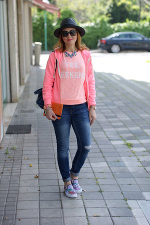 violet slipons Vans shoes - blue Zara jeans - coral pull&bear sweatshirt