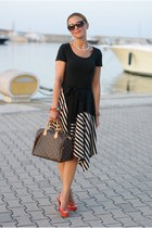 black striped DKNY dress - brown Louis Vuitton bag