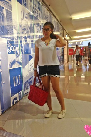 red Avon bag - navy shorts - hot pink Dress Etc necklace - black firmoo glasses