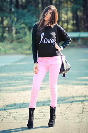 stranded label sweater - neon pink Hot Topic jeans